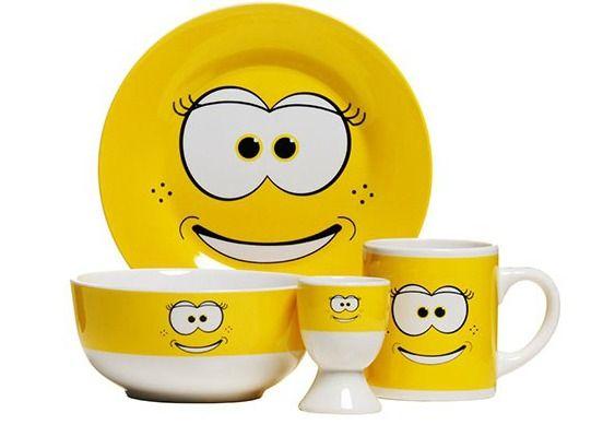 Set breakfast Funny Face by Premier Housewares. Setul este confectionat din portelan si are un design haios, menit sa te binedispuna.
