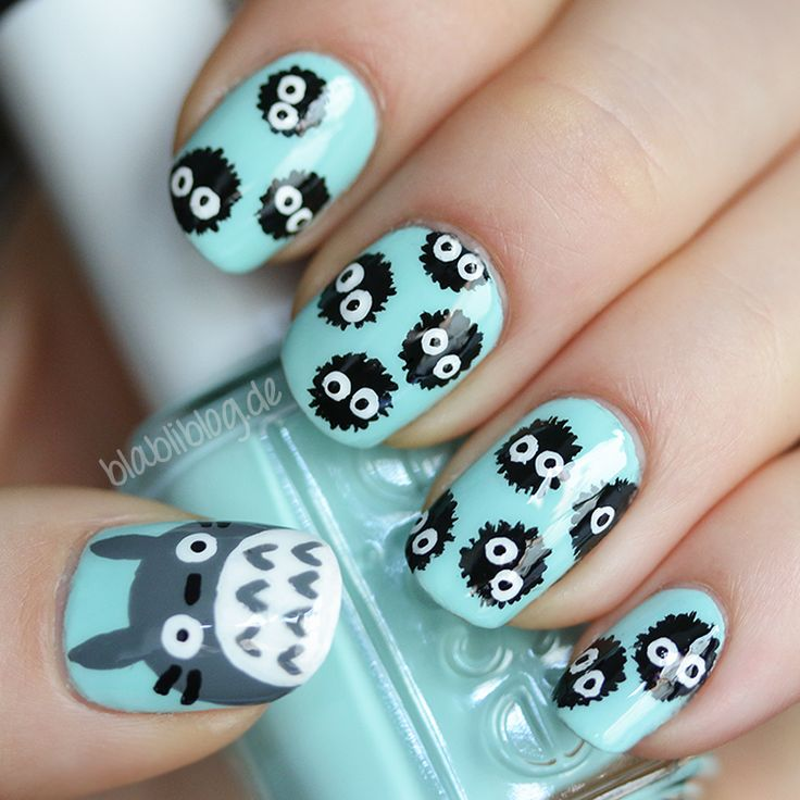 Totoro & puschelige Staubbällchen                                                                                                                                                                          Wie süß sind diese Nägel?! Tolle Idee für Totoro fans! Totoro Nail Art Design / Studio Ghibli Nail Art | Stylefeed
