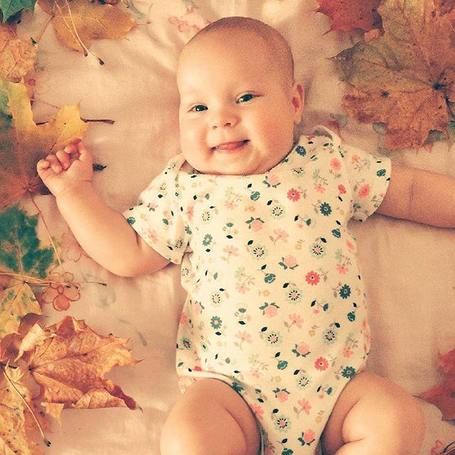 """Только с рождением своего маленького Марцыпанчика я поняла смысл поговорки """"Счастье в простых вещах"""". Спит-мама умиляется, ест-мама довольна, а покакала-мама танцует. #дети#инстадети#ребенок#инстаребенок#инстамама#детиэтосчастье#детиэточудо#малыш#baby#instababy#child#instachild#infant#kid#instakid#kids#instakids#children#children_live_flowers#happy_karapuz#adorablelittleangels"""