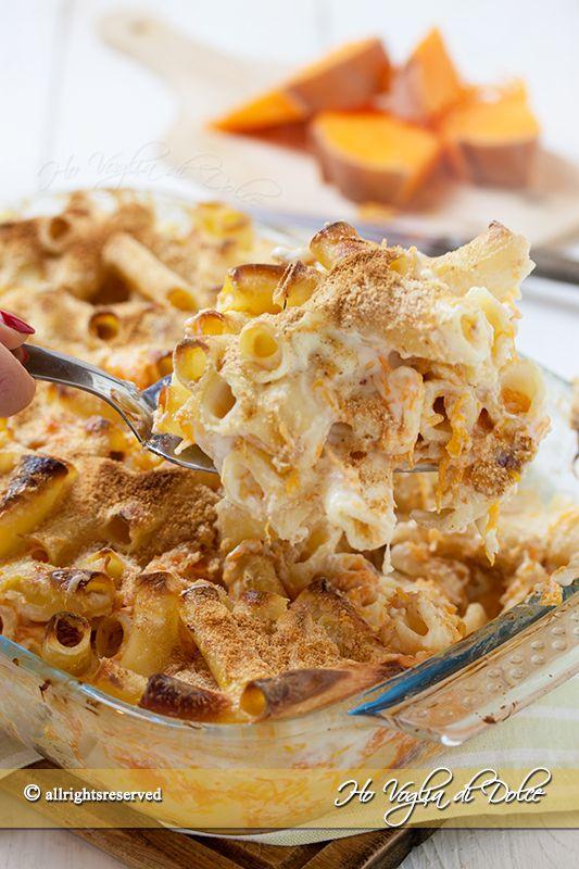 Pasta al forno con la zucca, salsiccia e besciamella