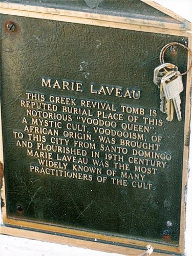 Plaque on Marie Laveau's tomb... plus an offering of keys... wonder if there was a car attached to the deal...