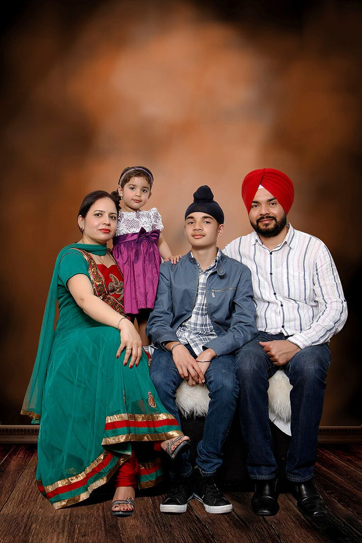 The Longman Studios is associated with few of industry's best talented camera person, who are well aware of each and every aspect of photography and newest technology   involve in it. we provides best family photography in sydney & all photography solutions at pocket suitable cost.