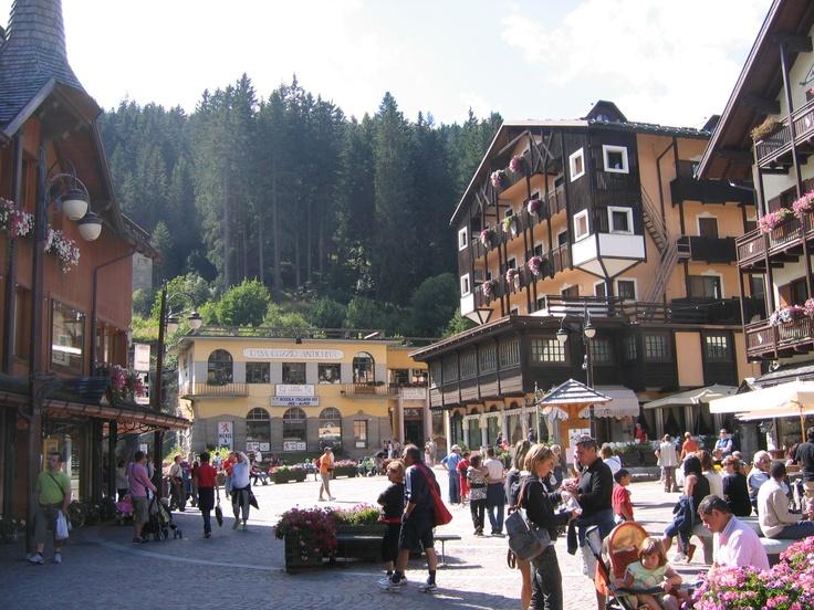 MADONNA DI CAMPIGLIO (TN) Piazza Righi - Trentino, Italy