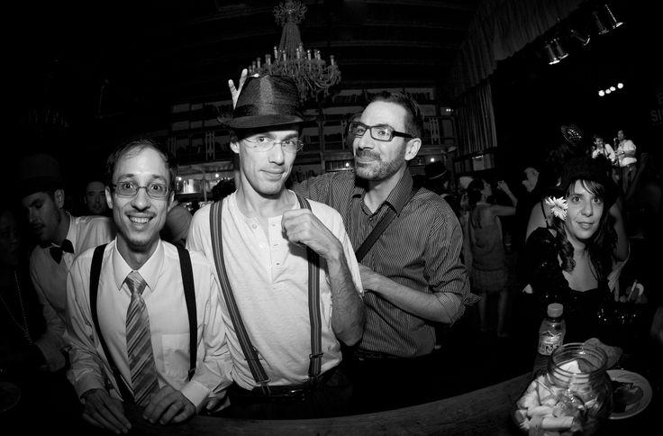 en la barra del bar... jajajjaja SIZEPHOTO, fotógrafo barcelona, reportaje de boda