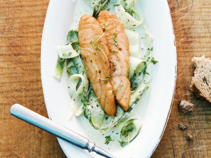 Lachs mit Bärlauchgemüse   Kalorien: 287 Kcal - Zeit: 30 Min.   http://eatsmarter.de/rezepte/lachs-mit-baerlauchgemuese
