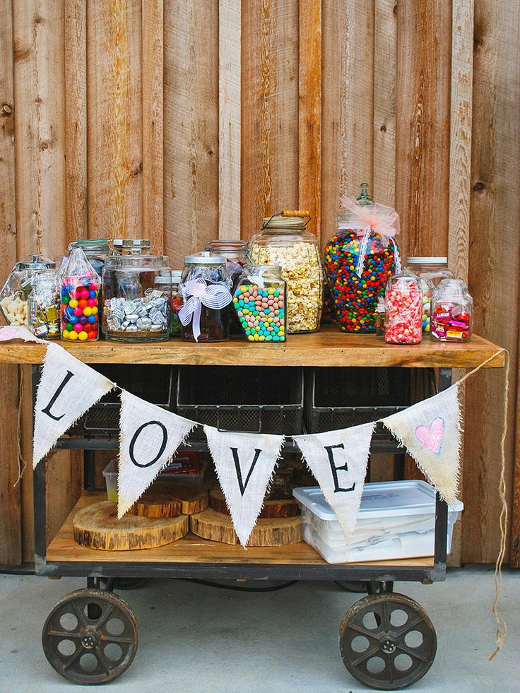 Roll in style with a candy bar placed on an antique cart! Easy to transport, set up and store for a thrifty and practical presentation.