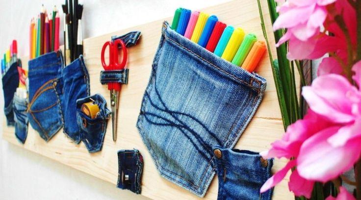 Ordnung im Home Office schaffen - Memoboard aus Holz und jeanshose-Taschen