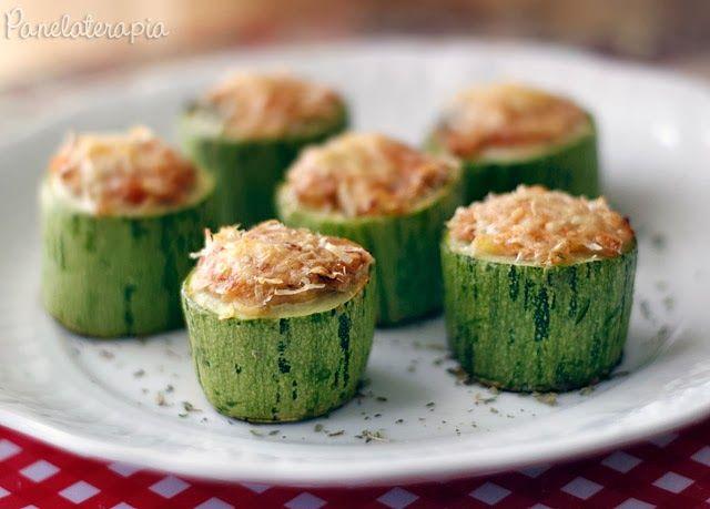 Receita super simples e surpreendente! Fica uma delícia! Perfeita para quem não tem muito tempo na cozinha e quer uma refeição rápida e saudável! Você pode servir quente ou como uma entrada fria qu…
