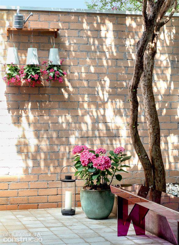 Reforma na casa de vila com reciclagem de materiais e móveis - Casa