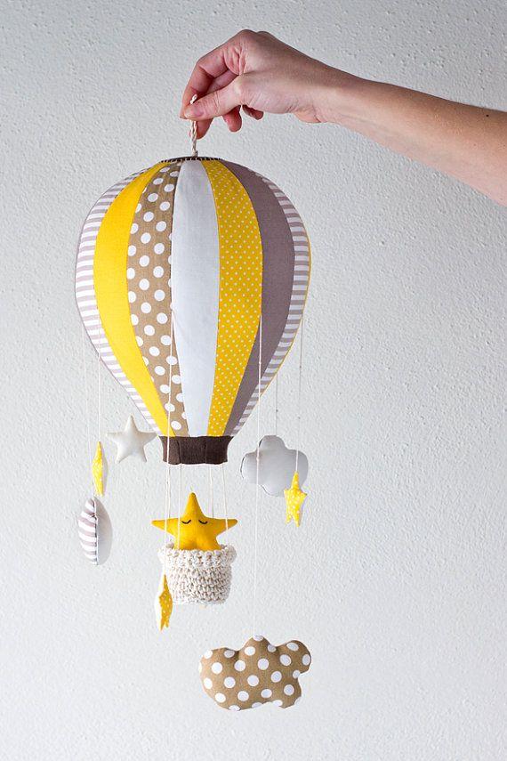 Articles similaires à Ballon à air chaud rouler à accrocher au-dessus du lit, ameublement élément étoiles et les nuages sur Etsy