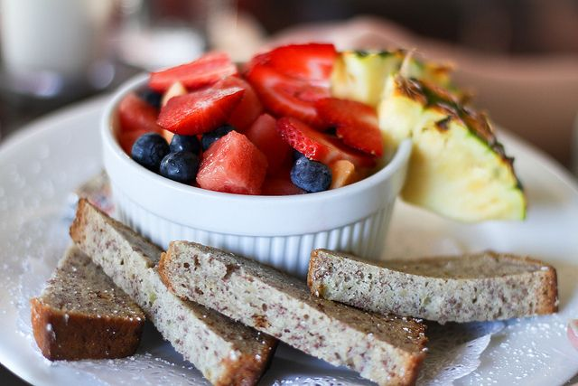 Fresh banana bread and fruit. Breakfast at the 808 Bistro, Kihei, Maui by Shauna Stanyer (flickr)