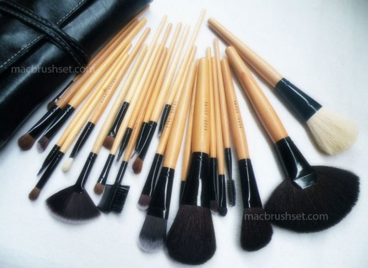 Bobbi Brown - makeup brushes in faux leather pouch (24pcs kit)    The 24 brushes of Bobbi Brown come with a faux leather pouch which is very convenient to carry. The set is brand new, never tested or used before. The brushes are full length which is an advantage for the applier. The brushes are kept each in a protective cellophane bag and have ′Bobbi Brown′ imprint on them.