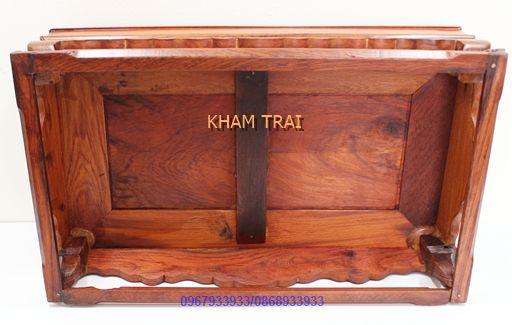 Khay trà bằng gỗ Cẩm cao cấp  Khay trà bằng gỗ Cẩm cao cấp   Khay trà bằng gỗ Cẩm  của  Khảm Trai  được làm gỗ Cẩm tự nhiên. Màu sắc lên một cách tự nhiên, bền đẹp. Khay ấm chén Gỗ Cẩm có khả năng chịu nước và độ ẩm tốt. Tất cả khay gỗ để ấm chén đẹp đã qua xử lý để có thể chống cong vênh. Chống mối mọt, bền đẹp thách thức  ..  https://khamtrai.com/shop/khay-tra-bang-go-cam-cao-cap
