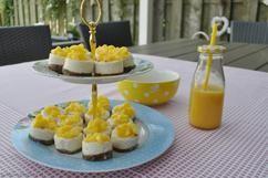 Mini cheesecake hapjes met Bastogne bodem en mango. Zijn ze niet schattig?