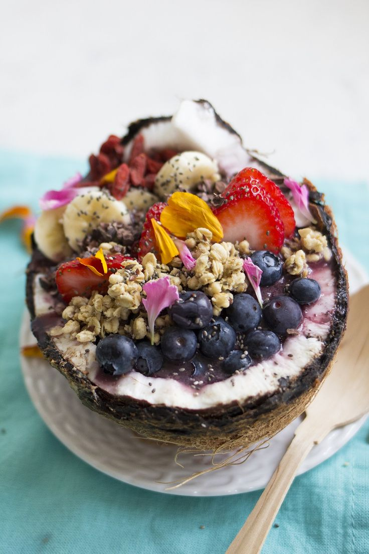 As yummy as it is pretty || acaí bowls never disappoint