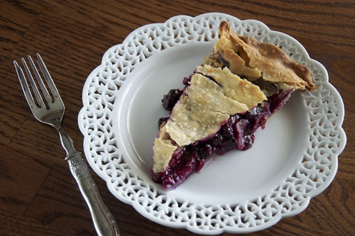 Definitely making this this weekend! - Blueberry Nectarine Pie from My Baking Heart