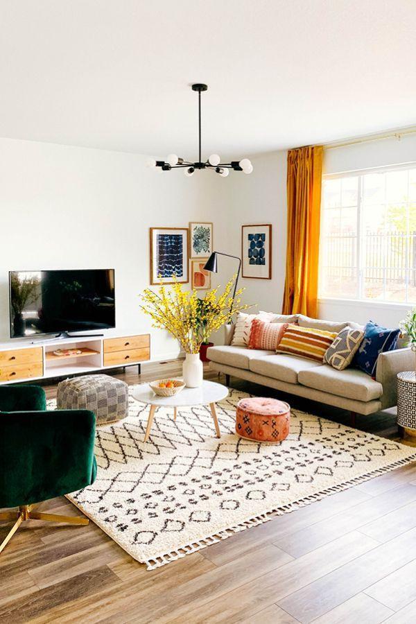 Hellgraues Sofa, 3-Sitzer, Beine aus massivem Holz