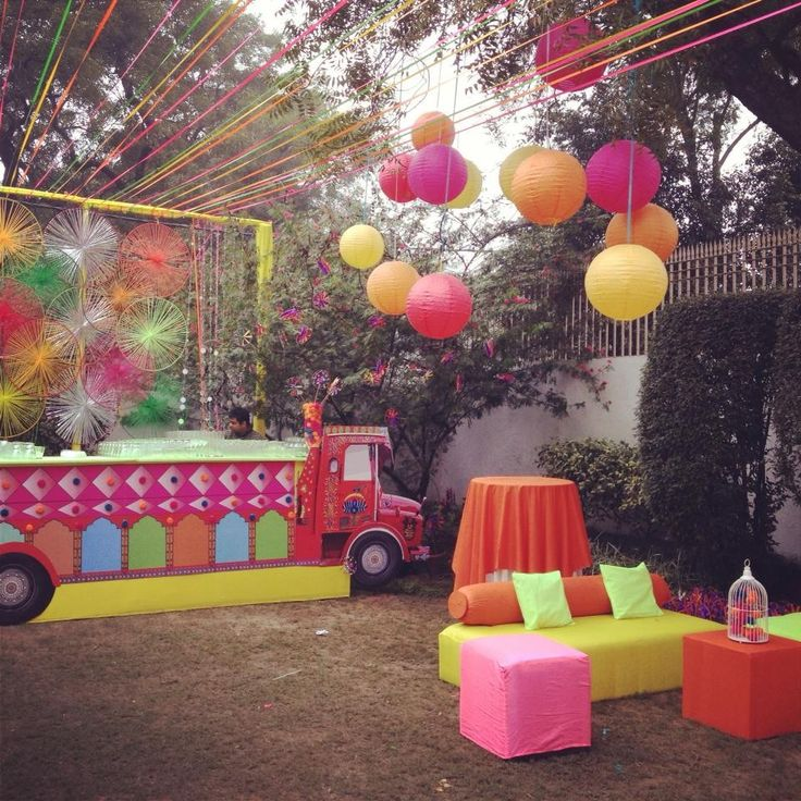 Mehendi decor > color craft