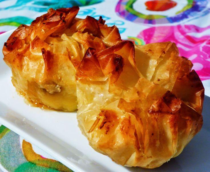 Frittomisto: cucina ed emozioni: Dolcetti di pasta fillo con crema frangipane, lamponi e mandorle . Per la ricetta: http://www.frittomistoblog.it/2015/03/dolcetti-di-pasta-fillo-con-crema.html