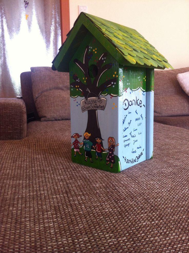 """Design Nisthaus, Vogelvilla von """"Made in Lelm"""". Selbst gefertigt und von Hand bemalt sind meine Vogelhäuser ein farbenfroher Blickpunkt in Ihrem Garten. Hier als Abschiedsgeschenk für eine Lehrerin."""