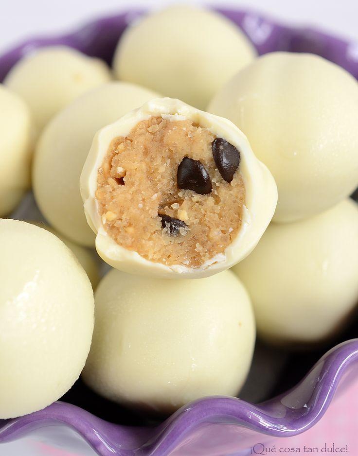 ¡Qué cosa tan dulce!: Bolas de masa de galleta con mantequilla de cacahuete cubiertas de chocolate blanco