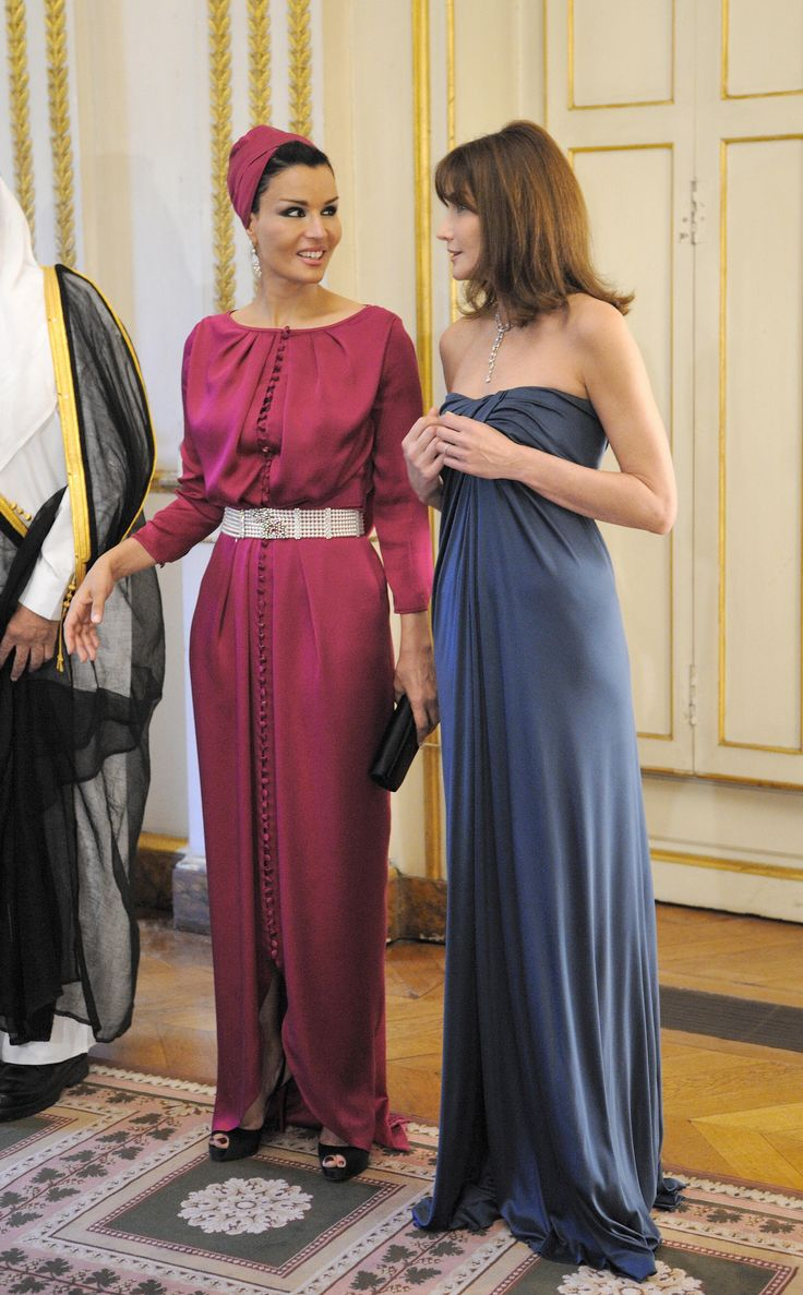 Sheikha mozah wearing jean paul gaultier while chatting with carla bruni sarkozy before a dinner in paris in
