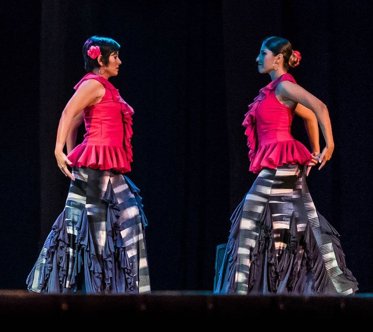 For a flamenco Alegrías dance, choose an asymmetrical striped skirt with different shades of blue, purple and white, matched with blue godets lined with ruffles of the same fabric. The fucsia crepe blouse is tight, sleeveless and backless, with a circular ruffle around neck, center front and waist.