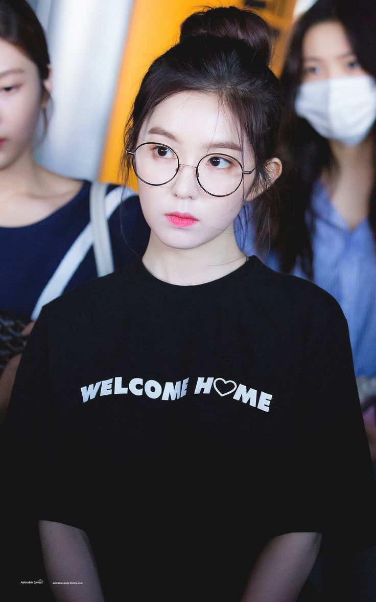 I need more of this. Specs is life. Irene is love. #Reveluv #RedVelvet #170612