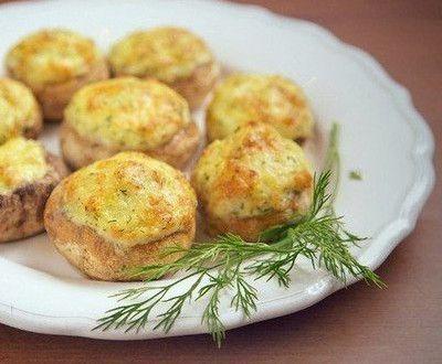 Шампиньоны, фаршированные картошкой с сыром в духовке