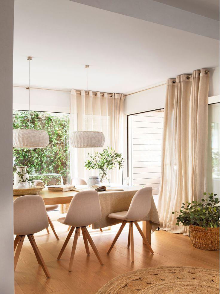 Detalle de comedor con cortinas en balconeras. 00426453b