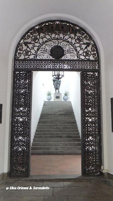 Puerta de entrada al Cabildo, Ciudad Vieja de Montevideo