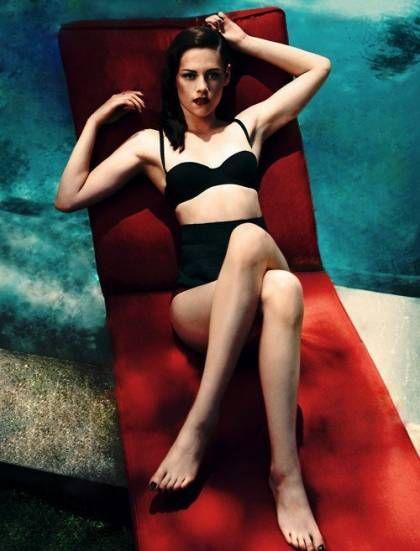 Dumb Hair Kristen Stewart's Toenails Match Her Bikini!