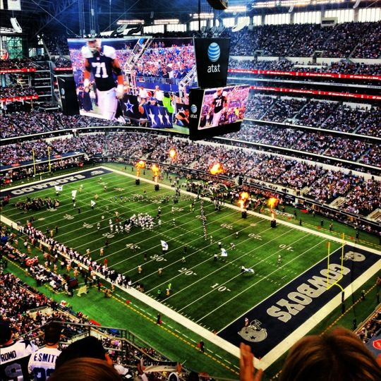 I'm no CowBoy Fan by far, but I would enjoy the experience of visiting this Stadium.