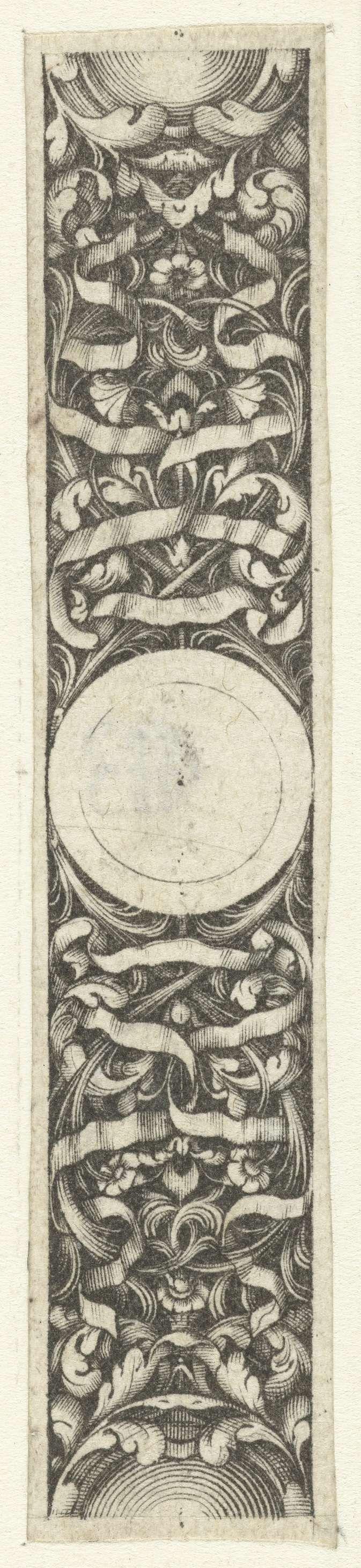 Jacques Vauquer | Strook met rond medaillon, Jacques Vauquer, Anonymous, after 1631 - before 1676 | Op de achtergrond zijn bladranken en linten afgebeeld.