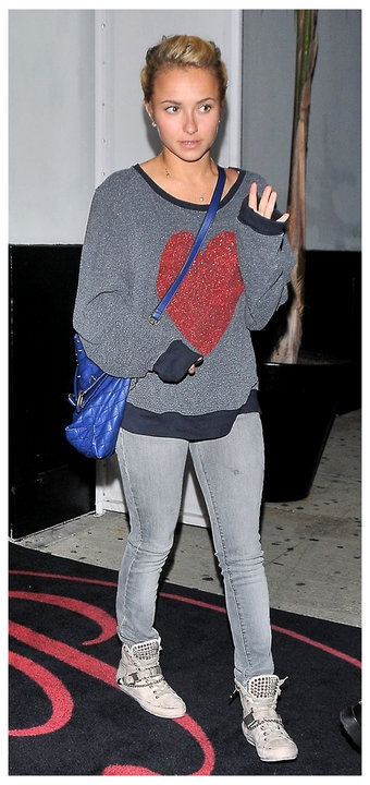 """Hayden Panettiere leaving dinner with her boyfriend, boxer Wladimir Klitschko, in West Hollywood wearing Wildfox Couture's """"Sparkle Heart"""" baggy beach jumper in dirty black #wildfox #wildfoxcoutureuk #heart #casual"""