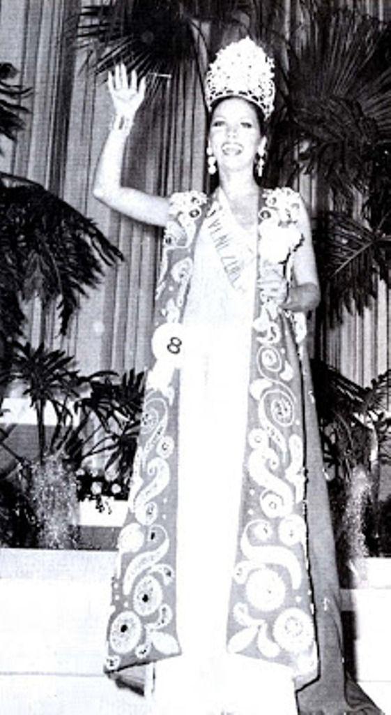 Elluz Peraza luego de ser coronada como la Mujer Mas bella de Venezuela en 1976.. Sin sospechar lo que 36 horas mas tarde Ocurriría..