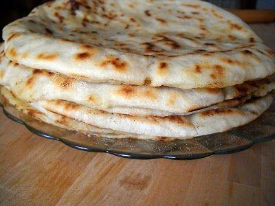 Bucataresele Vesele-retete culinare,retete ilustrate: Placinta cu varza si cartofi de post