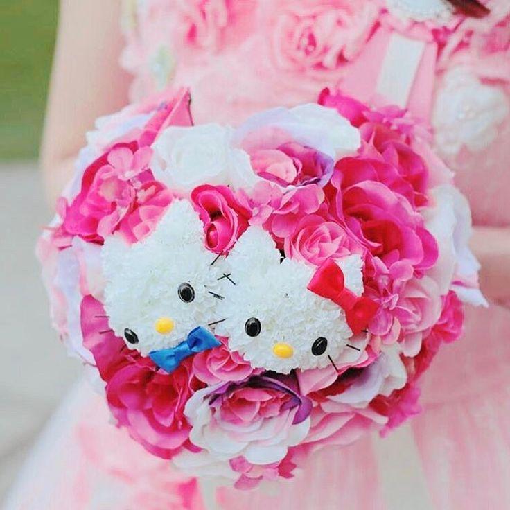 ��かわいいウエディングアイテム�� キティちゃんのブーケが可愛いすぎる����✨ ハートの形をしたキティちゃんブーケ������ 造花でオーダーしているので想い出としてずっと保管できてうらやましぃ〜✨✨ キティちゃん好きにはたまりませんね���� * 今回ご紹介したハナプラ花嫁 @aknaknr.77 さんのブーケを【ハナプラかわいい】に認定いたしました��✨ * ……………………………………………………………………… ��かわいいアイテムをお持ちの皆様へ�� * ハナプラでは可愛いウエディングアイテムを紹介しています✨ 結婚式の素敵なアイテムをお持ちの方はご応募ください��♀️�� * <応募の流れ> ①ハナプラのインスタ @hana.pla をフォロー�� ②【#ハナプラかわいい】タグをつけて投稿 * これで応募は完了です���� ハナプラが写真を見つけてご紹介いたします�������� ご紹介したアカウントは【ハナプラかわいい】として 紹介いたします���� 全国の方からの投稿お待ちしております��✨ * プレ花嫁さんのためにこの活動にご協力くださーい!����♀️…
