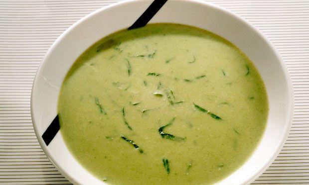 Caldo verde com mandioquinhaIngredientes · 100 g de músculo em pedaços · 1 cebola · 4 mandioquinhas · 1 maço de cheiro-verde · 4 xícaras (chá) de água · 1 vidro de palmito · 2 dentes de alho · 1 colheres (chá) de azeite · 2 xícaras (chá) de couve