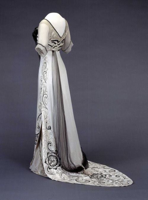 Dress1910-1913Nasjonalmuseet for Kunst, Arketektur, og Design