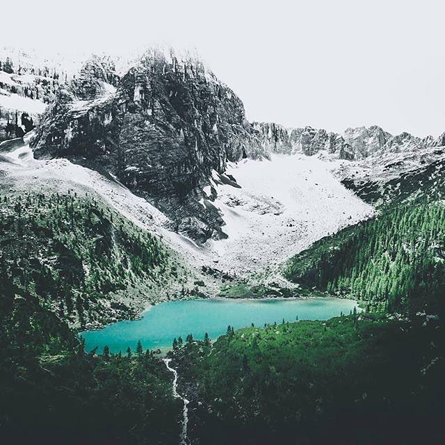 """via. @michaleksadowski  """"Path to Lake Sorapis. A glacial lake at an elevation 1925 metres (6316ft). Insane colors.""""  Zobacz więcej podróżniczych inspiracji na: http://ift.tt/2k1V00E  Polub nas na fb: http://ift.tt/2qiHjxm Poznaj nas na Twitterze: http://twitter.com/wagabundaclub - Polub nasz profil i oznacz nas na zdjęciu @wagabundaclub a podamy Twoje zdjęcie dalej :) - Zdjęcie autora:http://ift.tt/2Co2QrD"""