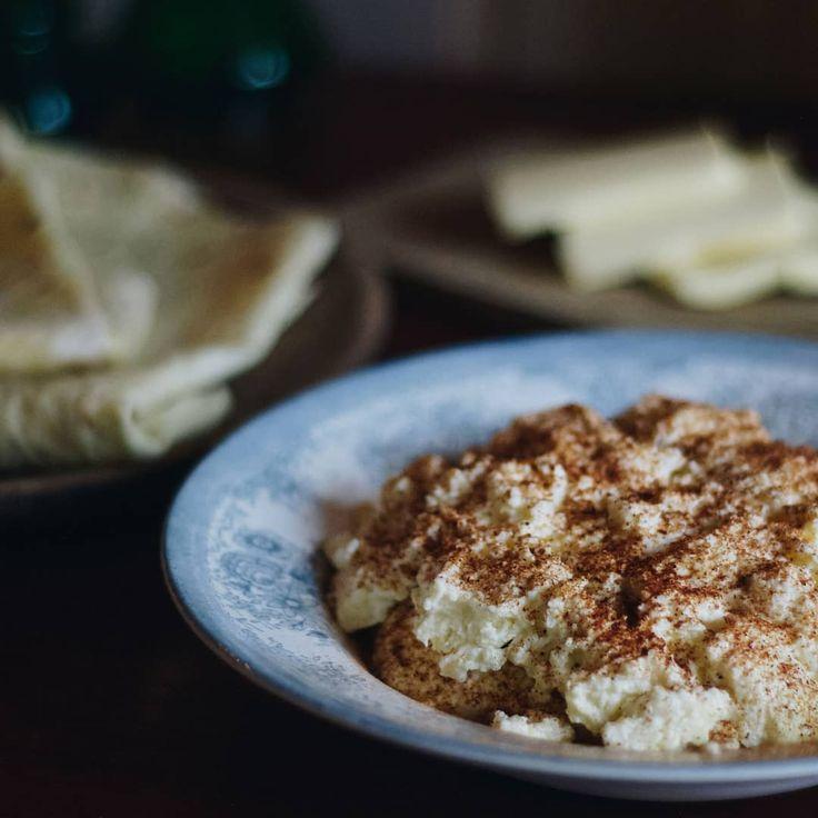 Lefse med smør og eggost gjør seg godt på et digg julekoldtbord eller en skikkelig god julefrokost👌😀 Oppskrift på eggost på revmat.no, hverken vanskelig eller tidkrevende👍#eggost #melk #melk_no #tradisjonsmat #julemat #lefse #ost