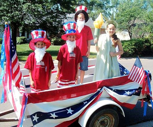 4th Of July Parade Floats   Fourth of July Parade Floats   Skip To My Lou - maybe some of the kids can dress up like this??