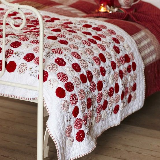 yo yo red and white quilt, perfect for Xmas!.
