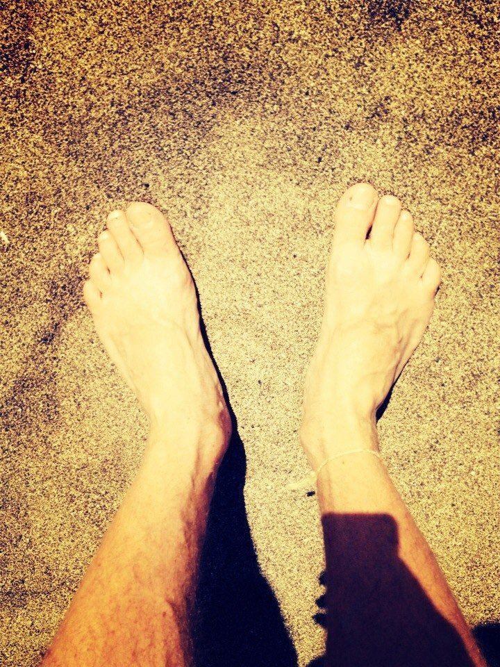 I enjoy walking on hot sand)