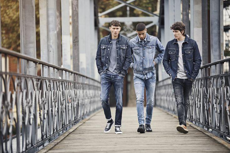 Denim outfits for men. Denim jacket, basic tee, denim jeans and sneaks | JACK & JONES