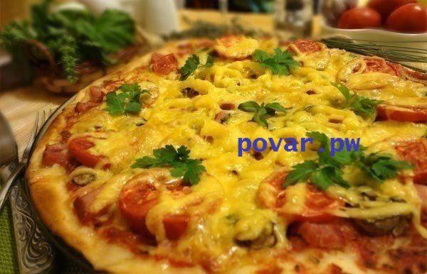 Тонкая итальянская пицца  Ингредиенты: Для тонкого теста: - 100 гр. теплой воды; - 0,5 ч. л. сухих дрожжей; - по 1 чайной ложке сахара и соли; - 2 стакана просеянной муки; - 1 яйцо; - 2 ст. л. оливкового масла.  Для начинки: - Томатный соус (100 гр. помидоров, оливковое масло, сухой базилик, орегано, соль, сахар); - 100 гр. помидоров; - 100 гр. ветчины; - 120 гр. сыра; - 50 гр. болгарского перца; 100 гр. свежих шампиньонов.  Приготовление: 1. Замесите тесто: растворите в теплой воде сахар…