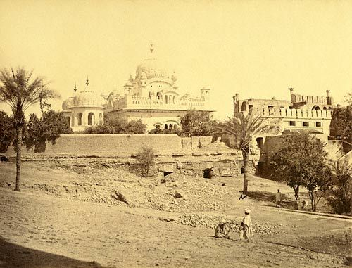Runjit Singh's tomb, from the Huzoori Bagh, Lahore