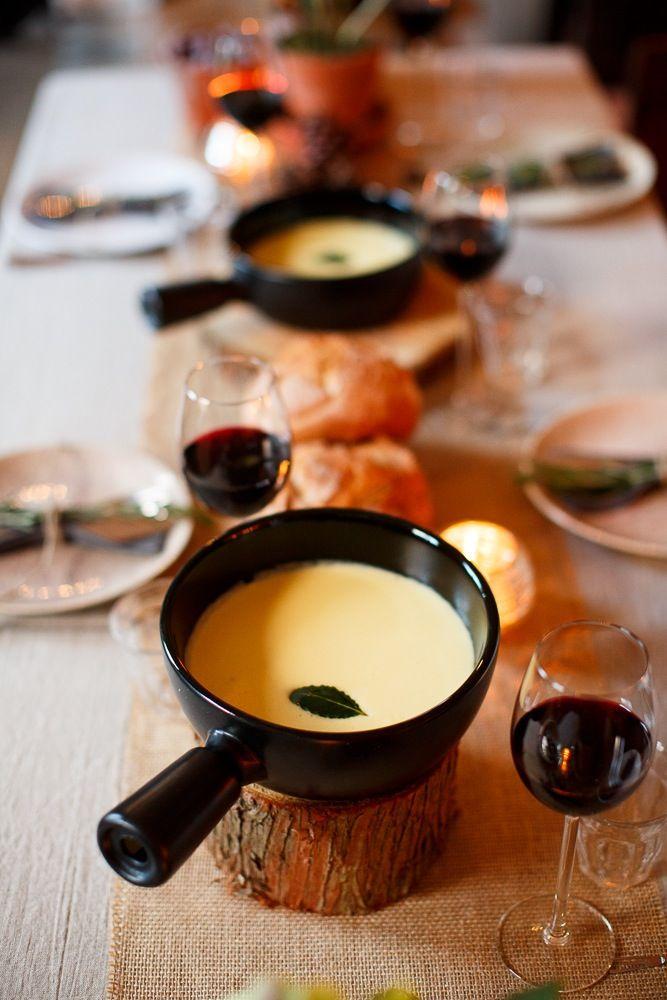 Lekker tijdens een winterbruiloft: kaasfondue! (foto door www.monetmine.nl)