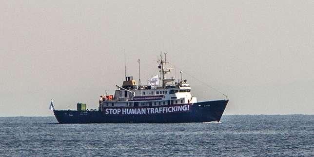 Le navirede Génération identitaire qui prétend vouloir mettre un terme au trafic d'êtres humains en Méditerranée est à l'arrêt au large des côtes tunisiennes.